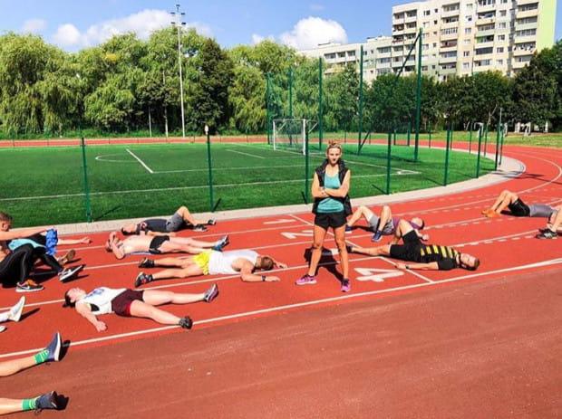 Na cotygodniowych zajęciach spotyka się liczna grupa sprinterów amatorów. Na treningi sprinterskie przychodzą osoby ćwiczące crossfit, sporty zespołowe, amatorzy siłowni, ale też długodystansowi biegacze.