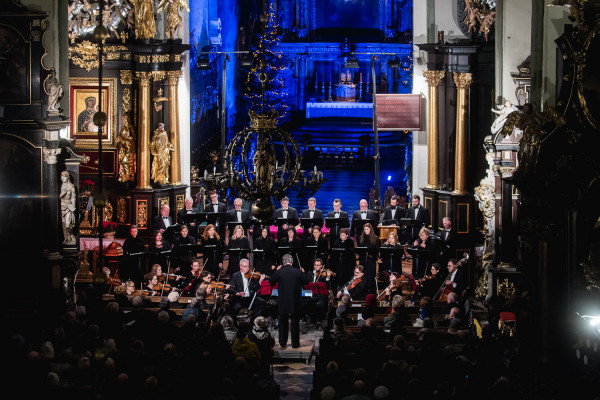 Organizatorem festiwalu Mozartiana jest Polski Chór Kameralny.