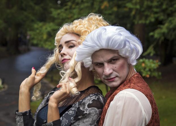 Podczas festiwalu Mozartiana park Oliwski na kilka dni - za sprawą scenek odgrywanych przez aktorów -  zamieni się w XVIII - wieczny Salzburg.