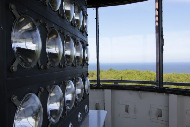 Wraz z pojawieniem się nawigacji satelitarnej wiele latarni morskich przestało pełnić swoją pierwotną funkcję i służy dziś jako punkty widokowe. Na zdjęciu widok z latarni morskiej w Rozewiu.