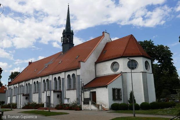 W wybudowanym w 1922 r. kościele św. Antoniego w Brzeźnie pojawiły się kolejne spękania na ścianach.