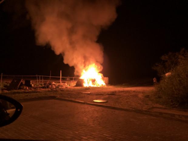 Pożar wywołano podpalając siano dla koni.