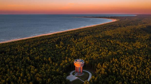 Malowniczy zachód słońca nad Wyspą Sobieszewską i zbiornikiem wody Kazimierz.