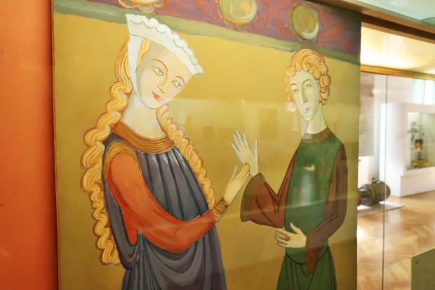 W średniowieczu symbolem wiernej miłości były splecione prawe dłonie.