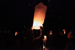 Na zakończenie CudaWianków nad morze wypuszczono kilkaset lampionów.