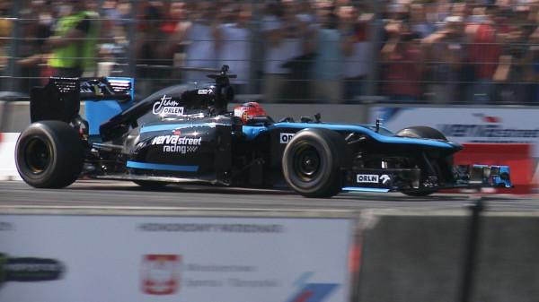 Kubica w Gdyni zaprezentował się w bolidzie Lotusa z 2012 roku.