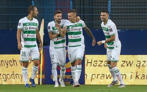 Czy Filip Mladenović (nr 22) i Lukas Haraslin (17) otrzymali ostatnie reprezentacyjne powołania jako piłkarze Lechii? Klub nie komentuje informacji dotyczącej zainteresowania tymi zawodnikami przez kluby z Serbii i Hiszpanii.
