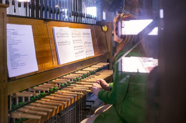 """Monika Kaźmierczak zagra na carillonie znajdującym się na wieży gdańskiego Ratusza Głównego Miasta utwór """"Trzy wezwania"""". Prapremiera w niedzielę o godz. 15."""