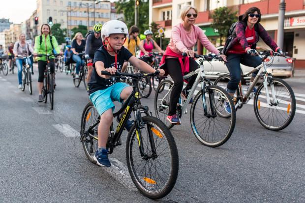 W sobotę o godz. 20 pod Gdynia Areną zbierze się kilkaset osób, by wspólnie pojechać w Gdyńskim Nocnym Przejeździe Rowerowym. To jeden ze sposobów pożegnania tych wakacji.