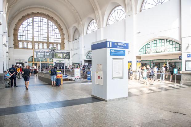 Tak dzisiaj wygląda hol główny dworca w Gdańsku.