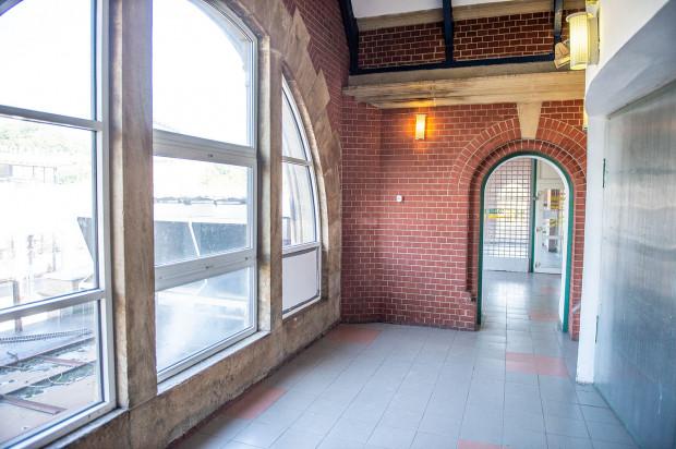 Tak prezentują się zakamarki budynku dworca Gdańsk Główny na kilkanaście dni przed rozpoczęciem remontu.