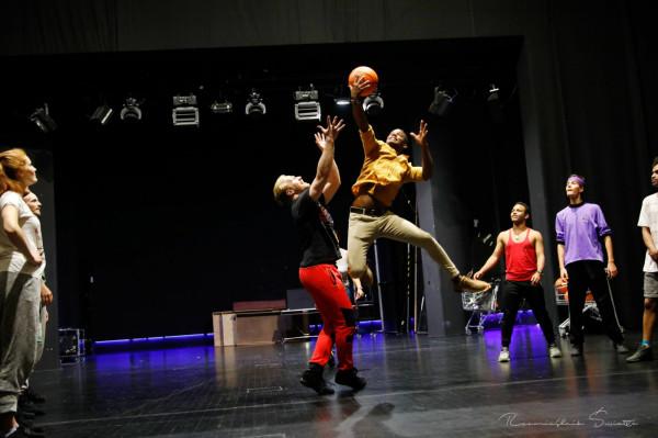 """Przygotowania do musicalu """"Hairspray"""" Teatru Muzycznego w Gdyni idą pełną parą, a oprócz gry aktorskiej trzeba wykazać się również w innych dziedzinach."""