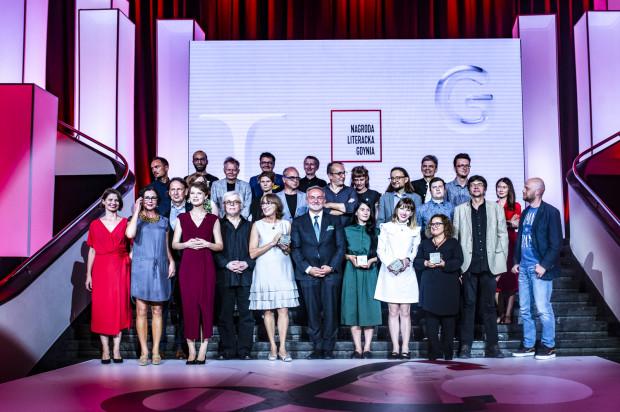 Wszyscy nominowani wraz z Kapitułą Nagrody Literackiej Gdynia