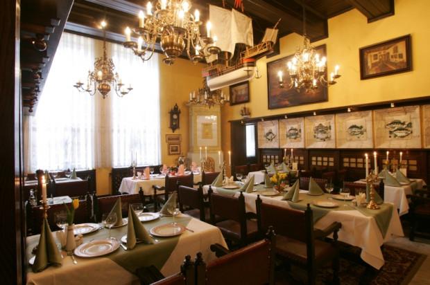 Restauracja Pod Łososiem działa w kamienicy przy Szerokiej od 1978 roku.