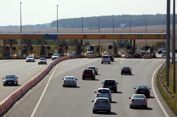W wakacyjne miesiące z autostrady skorzystało 4 mln 622 tys.  pojazdów.