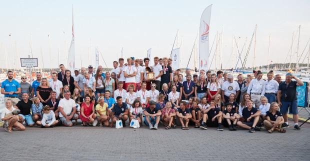 Medaliście pierwszej części żeglarskich mistrzostw Polski 2019.