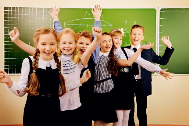Nie dla każdego dziecka pierwsze dni w nowej szkole są straszne, dla wielu są oczekiwane i radosne, od razu stając się wesołą przygodą.