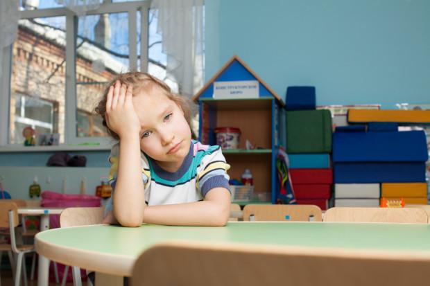 Kiedy nie radzimy sobie z problemami dziecka sami ani z udziałem wychowawcy, to warto skorzystać z pomocy pedagoga lub psychologa szkolnego.