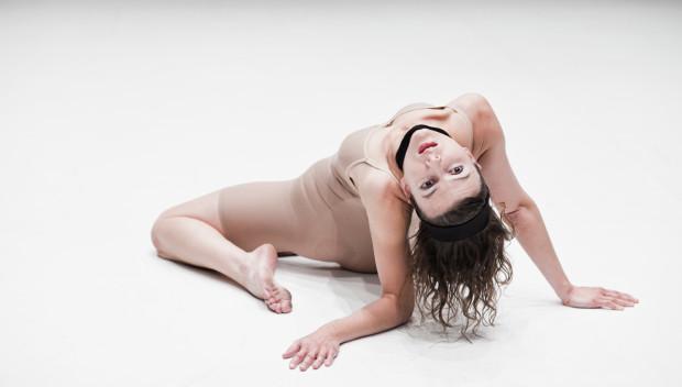 """Spektakl """"Tralfamadoria"""" Izabeli Chlewińskiej przeniósł widzów na przedziwną wyspę. Tancerka za pomocą kilku pomysłowych, plastycznych figur opisała wyjątkową Tralfamadorię - wyspę wyobraźni."""