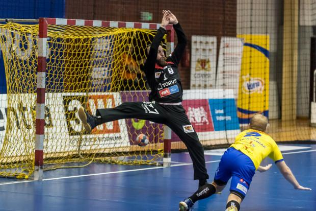 Paweł Kiepulski dwoił się i troił w końcówce meczu w Puławach, ale jedyne co zdołało zrobić Wybrzeże, to zmniejszyć rozmiary porażki.