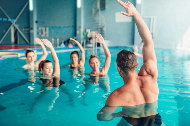 Już 30 minut ruchu dziennie może wpłynąć na kondycję i zdrowie dorosłej osoby. Oczywiście natężenie oraz rodzaj ćwiczeń powinny być odpowiednio dostosowane do sprawności.