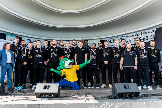 Zespół Trefla Sopot podczas oficjalnej prezentacji przed sezonem 2019/20.