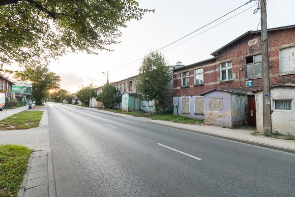 Na przełomie wieków ostatecznie zrezygnowano z rozbudowy drogi na tym odcinku ul. Małomiejskiej, jednak nie wykonano żadnych większych prac remontowych zachowanej zabudowy.