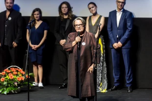 """Agnieszka Holland osobiście podczas poniedziałkowej gali otwarcia promowała swój najnowszy film. """"Obywatel Jones"""" ma spore szanse, by wyjechać z Gdyni z niejedną statuetką."""