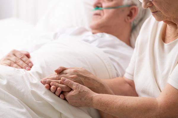 """- Każdy w dowolnym momencie swego życia może zapaść w śpiączkę, doznać zaburzeń świadomości, zostać - mówiąc może okrutnie - naszym """"klientem"""". Nie ma znaczenia wiek, stan zdrowia ani portfela - mówi siostra Mariola Tyra, prezes Fundacji Szpitalnej."""