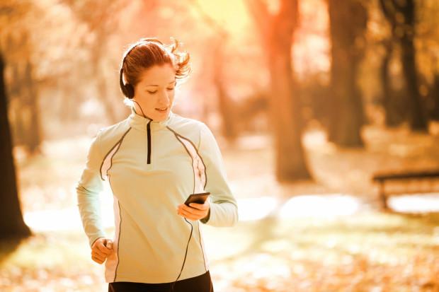 Jesień to fantastyczna pora dla biegaczy. Może zdecydujemy się do nich dołączyć?