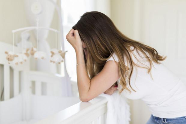 Młode mamy są mniej odporne i bardziej podatne na stres.