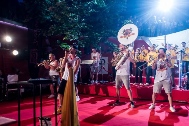 L.U.C. i Rebel Babel Ensemble znów wystąpią na czerwonych schodach przy GCF. Tym razem wykonają utwory Krzysztofa Komedy.