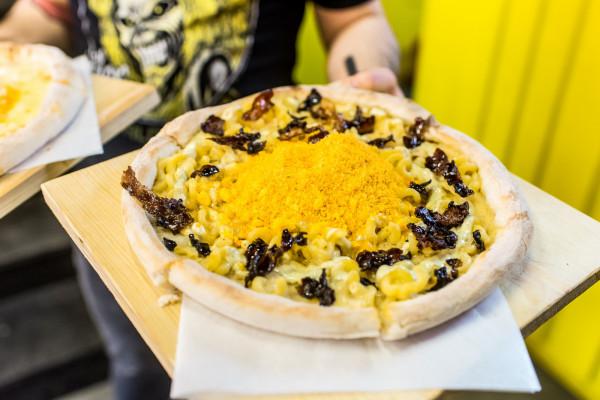 Pizza z ekstremalnymi dodatkami w gdyńskim Pizza Boyz