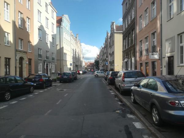 Radny policzył auta bez pozwolenia tylko na jednej ulicy. Pytanie, jak sytuacja wygląda na co dzień w całym Śródmieściu?