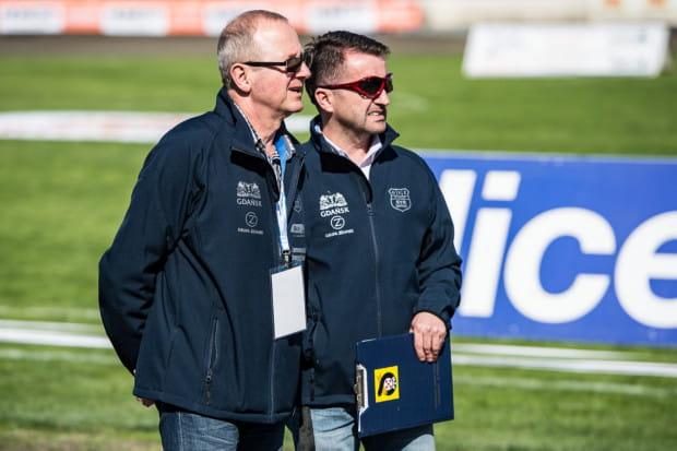 Mirosław Berliński (z lewej) prowadząc Wybrzeże nie zbliżył się do wyniku, jaki osiągnął z gdańszczanami Mirosław Kowalik (z prawej). Czy przed nowym sezonem dojdzie do kolejnej w ostatnich latach zmiany szkoleniowca?