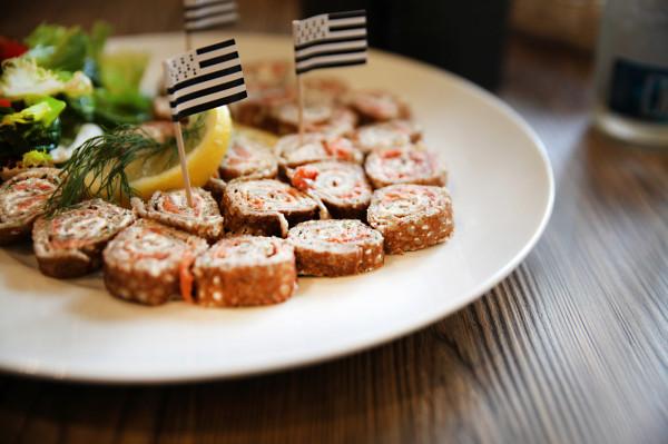 Przekąska rollo la galette z łososiem