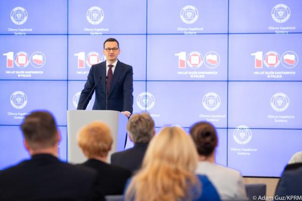 Na uroczystości z okazji setnej rocznicy istnienia służb sanitarnych premier Morawiecki poinformował o podwyżkach i premiach dla pracowników sanepidu.