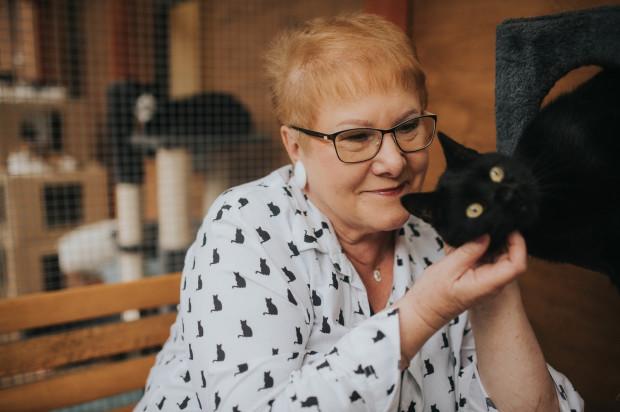 Agnieszka Kępka z kotem o imieniu Apollo