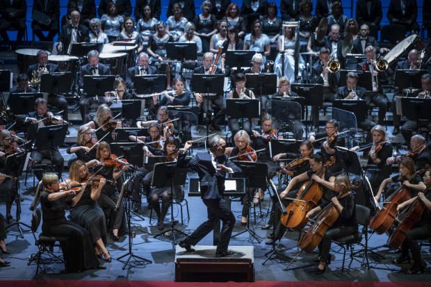 Głównym bohaterem Gali Moniuszkowskiej w Operze Bałtyckiej była Orkiestra ekspresyjnie prowadzona przez maestro José Maria Florência.