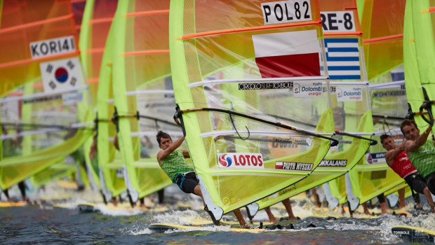 Piotr Myszka (POL 82) zajął 5. miejsce w mistrzostwach świata w klasie RS:X i umocnił się prowadzeniu w krajowych kwalifikacjach olimpijskich Tokio 2020.