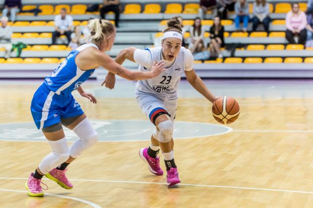 Marissa Kastanek (z prawej) w pierwszym meczu z Botas SK zdobyła 14 punktów, z czego 12 po rzutach z dystansu.