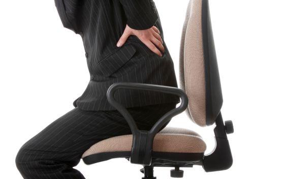 Kiedy nagle pojawia się silny ból kręgosłupa, warto jak najszybciej odwiedzić neurologa.