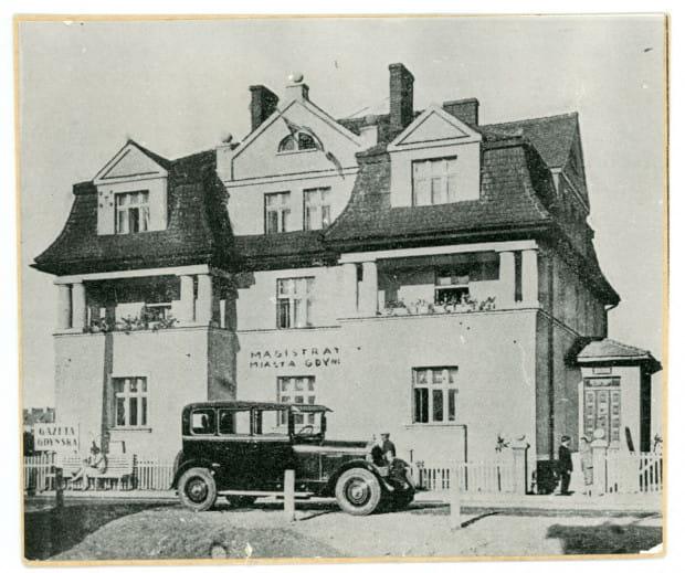 Pierwsza siedziba Magistratu w Gdyni przy ul. Świętojańskiej, ok. 1927 r. Ze zbiorów Muzeum Miasta Gdyni.