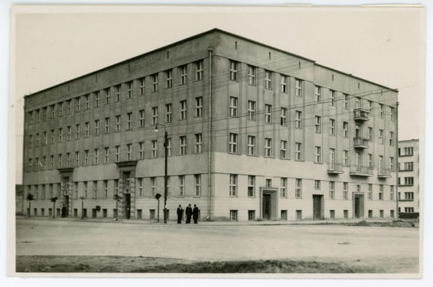 Budynek Komisariatu Rządu, oddany do użytku w 1930 r. przy ul. Świętojańskiej 109/111, 1931 r. Ze zbiorów Muzeum Miasta Gdyni.