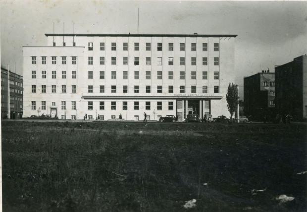 Budynek Zarządu Miejskiego w Gdyni, po powojennej odbudowie, 1948 r. Ze zbiorów Muzeum Miasta Gdyni.