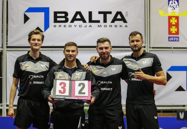 Tenisiści stołowi AZS AWFiS Balta Gdańsk po jedynym jak na razie zwycięstwie w Lotto Superlidze nad Wartą Kostrzyn 3:2.