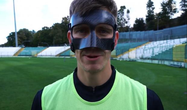 """""""Nie ma miękkiej gry, zapraszam na mecz w sobotę"""" - mówi Michał Nalepa, który zamówił maskę chroniącą złamany nos."""