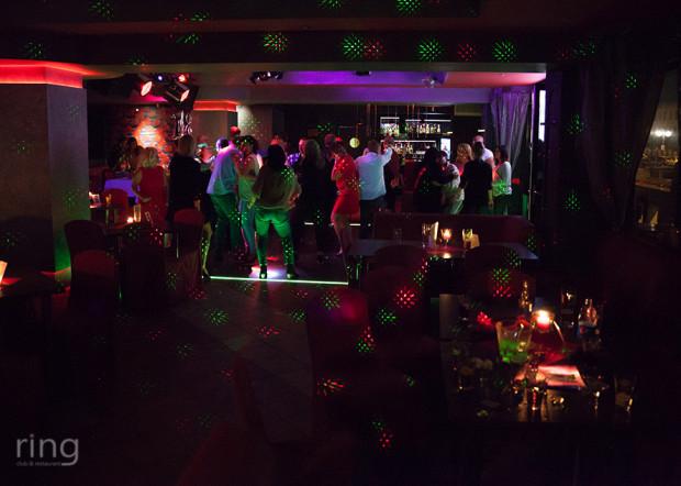 Ring Club & Restaurant w Gdyni mieści się w budynku Róży Wiatrów. Imprezy taneczne odbywają się w weekend.