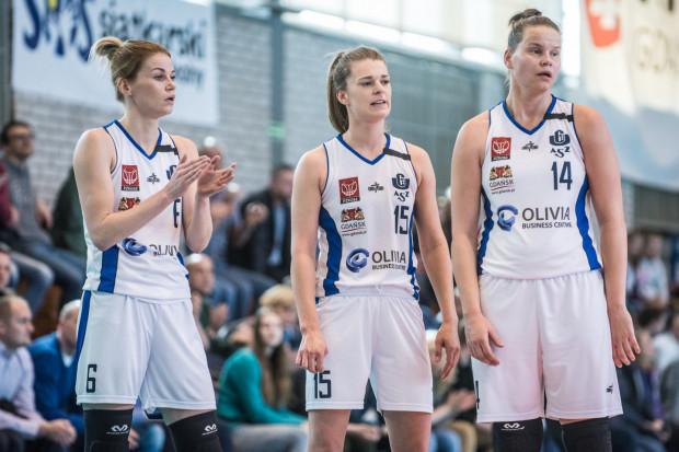 Jastina Kosalewicz (nr 14) zdobyła debiutanckie punkty, a  Karolina Formella (6) zdobyła najwięcej punktów w inauguracyjnym występie koszykarek AZS Uniwersytet Gdański w EBLK.
