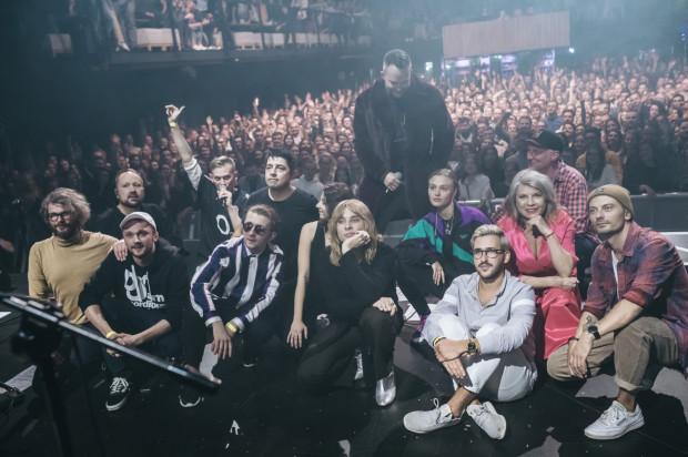 Na koniec koncertu artyści zrobili sobie wspólne zdjęcie z publicznością.
